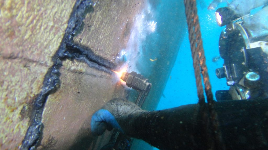 PVL cutting line with diver