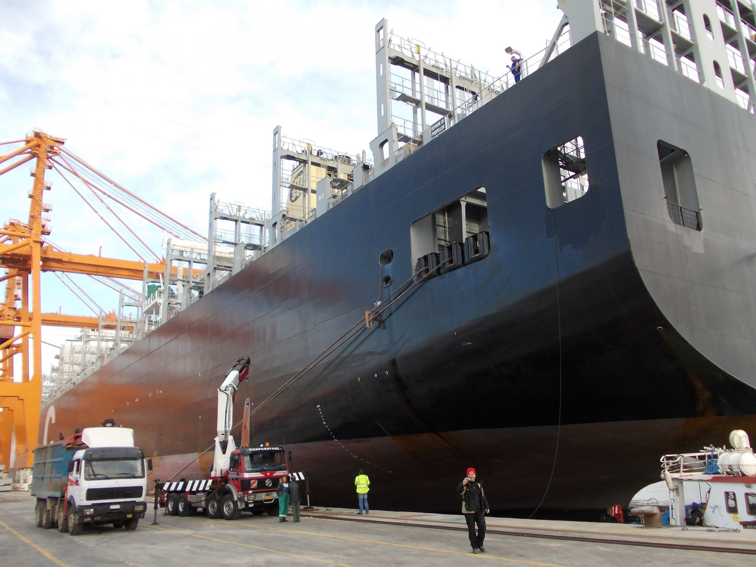 Ship for shipstabilizer removal